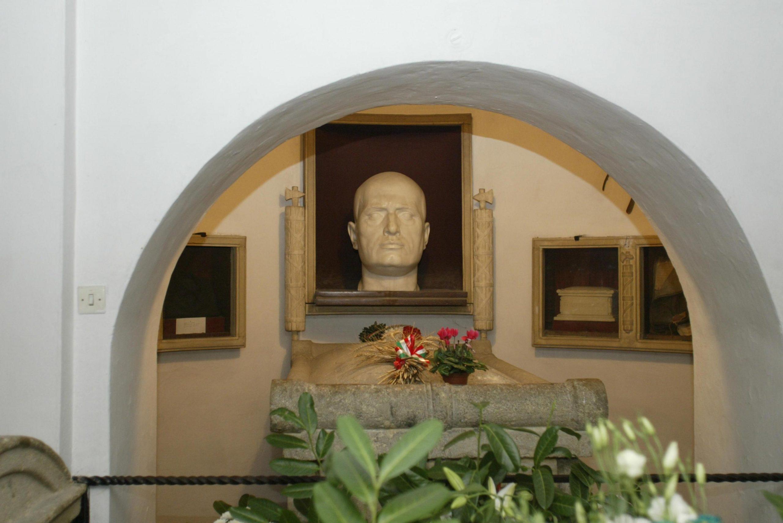 La Cripta Mussolini apre-non-apre-apre-non-apre