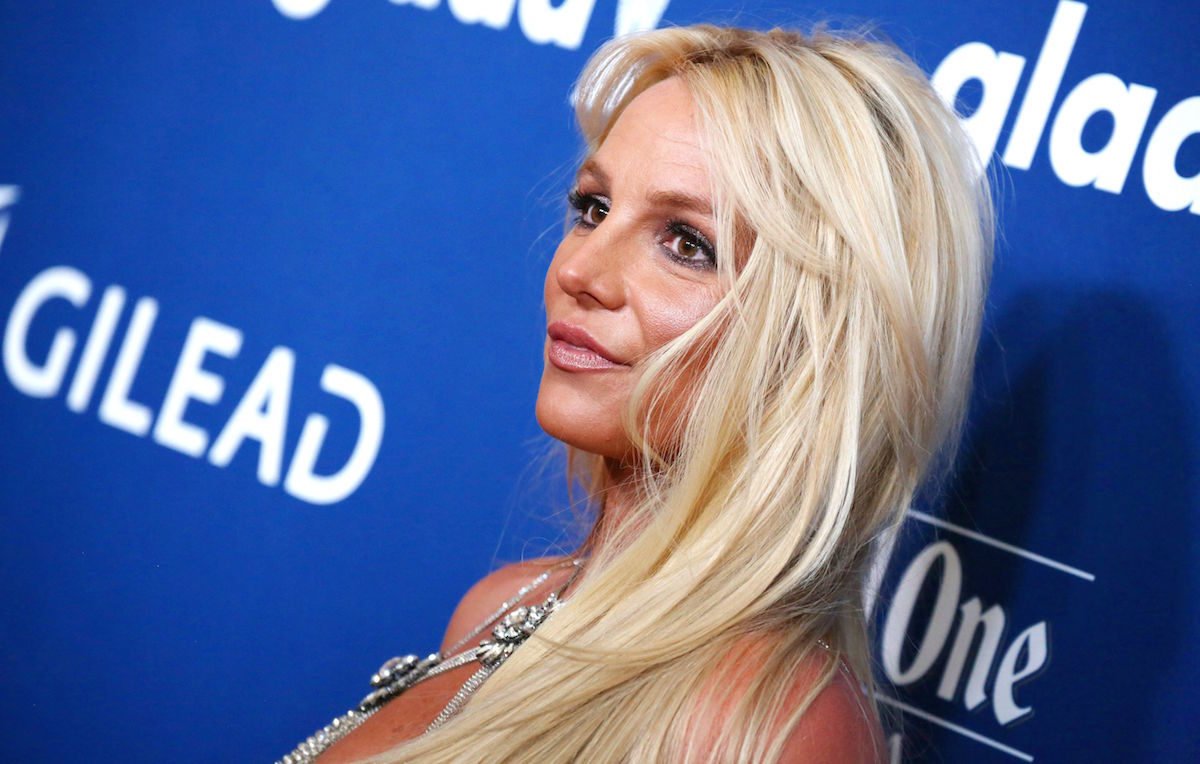 Britney Spears: dopo la schiena nuda arriva la lingerie rossa a scaldare il web