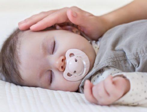 Ciuccio e SIDS. Consigli per mamme, ostetriche, pediatri e infermieri pediatrici.