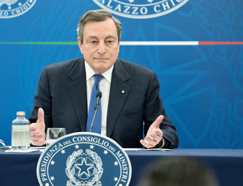 Perché Draghi non molla il gas